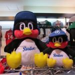 大阪店にプロ野球グッズが続々入荷!! ヤクルト、カープ、人気チームが盛りだくさん!!