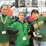 セントパトリックDAY!! 大阪店でもスタッフがグリーンのアイテムを着用です!!