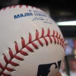 お待たせしました!!MLB公式球が待望の再入荷です♪やはり統一球と縫い目が違いますね。