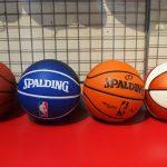 お待たせしました!NBA・NFLともに各種ボール類が再入荷しました!バスケットボールもフットボールもたくさんあります!!
