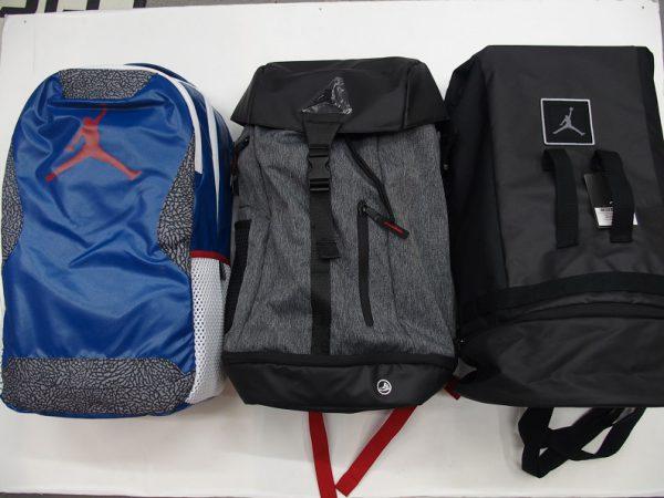 4ddcd63a1f91 バッグは一気にご紹介していきます! (左)JORDAN Training Day Pack 21