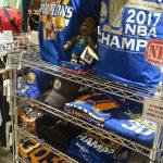 NBA ウォリアーズの優勝記念Tシャツ、キャップなど大量入荷致しました~!!貴重なグッズが盛りだくさんです!!